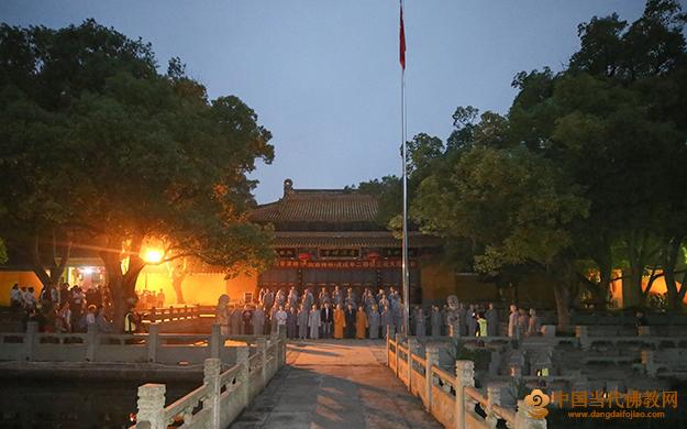 国家宪法日普陀山佛教协会举行升国旗仪式